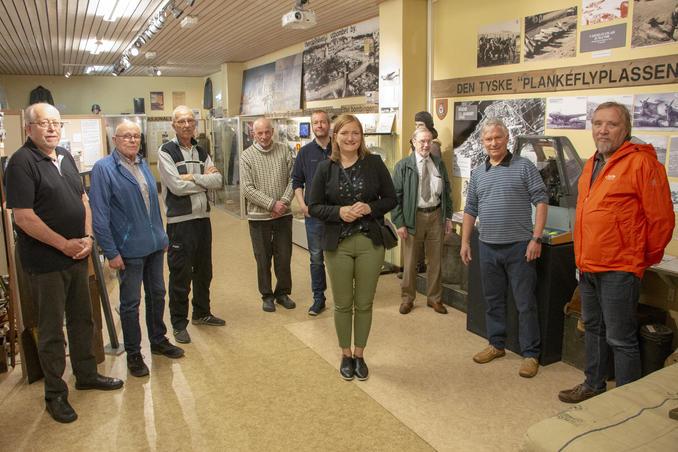 Ordfører Ida Pinnerød og varaordfører Ola Smeplass hadde et hyggelig og lærerikt besøk på Bodø krigshistoriske museum mandag. Foto: Aleksander Ramberg