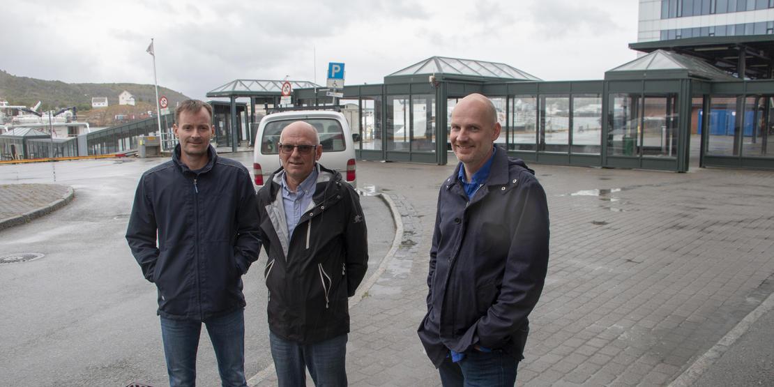 Nestleder Lars Lundquist og leder Jonny Sandmo i Bodø taxi og helseleder Stian Wik Rasmussen i Bodø kommune.