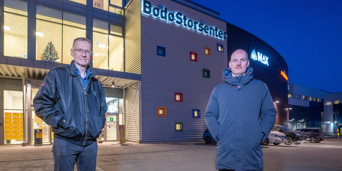 Smittevernoverlege Kai Brynjar Hagen og helseleder Stian Wik Rasmussen i Bodø kommune. Vaksineringslokalet er i andre etasje på Bodø Storsenter..Foto: Per-Inge Johnsen.