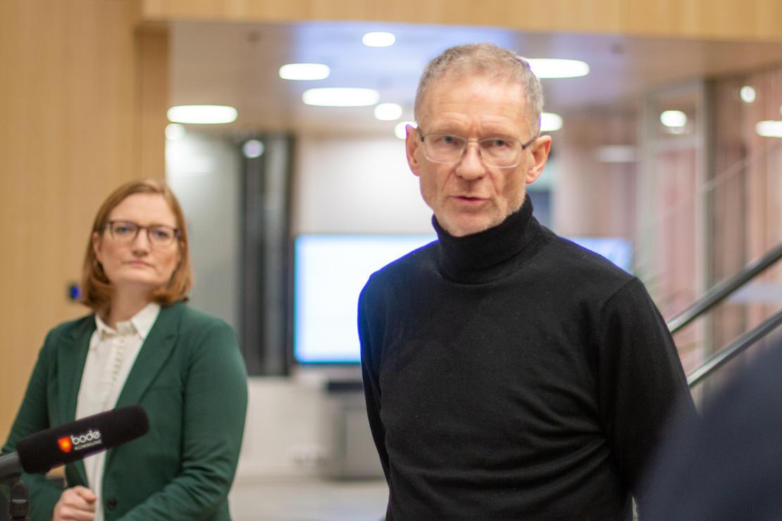 Smittevernoverlege Kai Brynjar Hagen og ordfører Ida Pinnerød under tirsdagens koronainfo-sending fra Bodø kommune. Foto: Per-Inge Johnsen