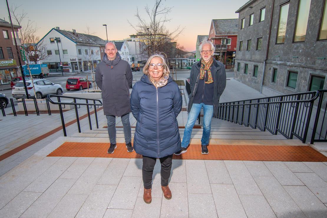 Helseleder Stian Wik Rasmussen, områdeleder for hjemmetjenesten Liv-Bente Sælø og kommuneoverlege Tor Claudi i Bodø kommune. Foto: Per-Inge Johnsen