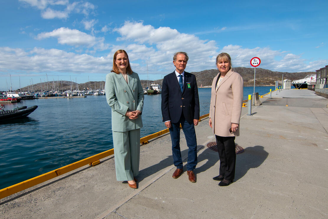 Ordfører Ida Pinnerød, havnedirektør Kjersti Stormo ved Bodø Havn og Birger Schjølberg, leder finans Kongelig Norsk Båtforbund. Foto: Per-Inge Johnsen